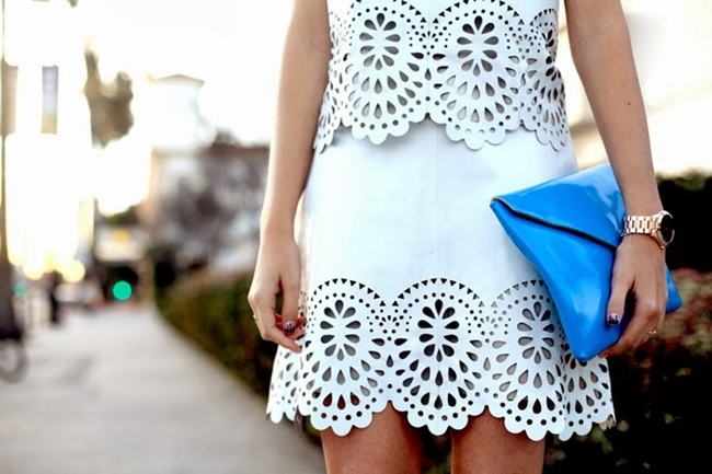 street-style+laser-cut-white-suit+blue-clutch+fashion_thumb1